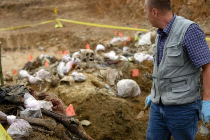 Vala comum do genocídio de Srebrenica. Foto: ICPM